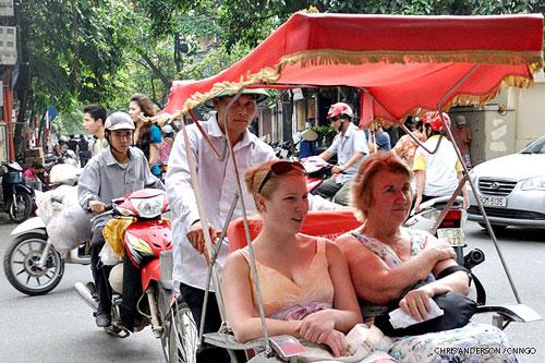 Hà Nội đón vị khách quốc tế thứ 2,5 triệu năm 2013